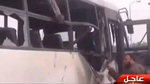 На месте нападения на автобус с христианами-коптами на юге Египта. 26 мая 2017
