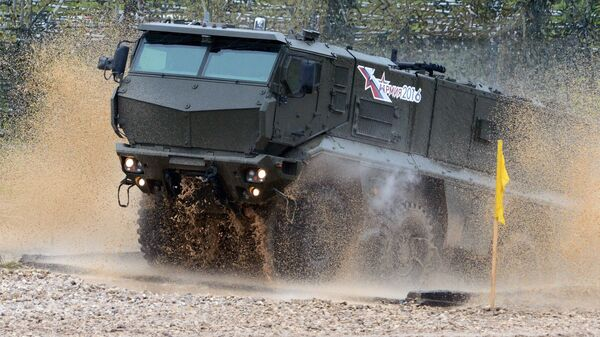 Бронеавтомобиль повышенной защищенности Тайфун-К во время демонстрационного показа военной техники на полигоне Алабино