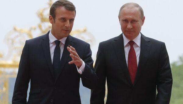 Президент РФ Владимир Путин и президент Франции Эммануэль Макрон во время встречи в Париже. 29 мая 2017