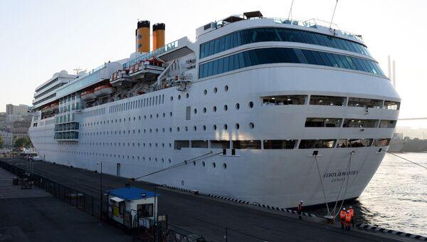 Прибытие океанского суперлайнера Costa NeoRomantica во Владивосток. Архивное фото