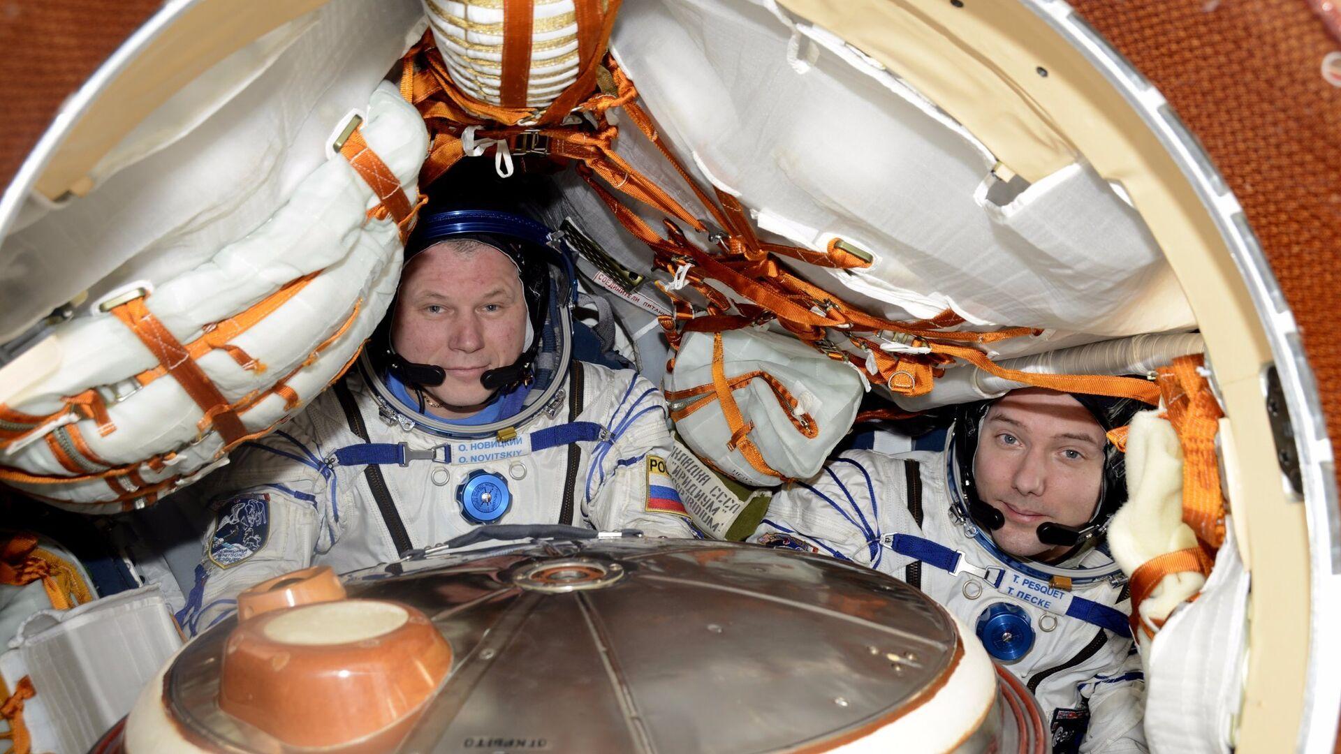 Космонавт нашел утечку в скафандре перед выходом в открытый космос