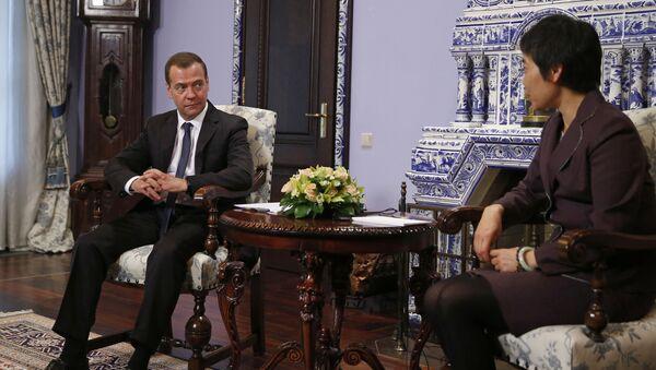 Премьер-министр России Дмитрий Медведев и генеральный секретарь ИКАО Фан Лю