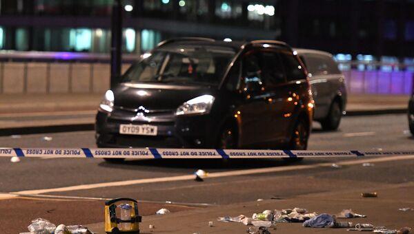 Брошенная машина на месте теракта на Лондонском мосту. 3 июня 2017