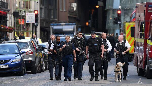 Сотрудники правоохрантельных органов Великобритании. Архивное фото