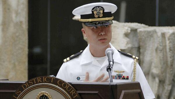 Офицер американских ВМС Эдвард Лин, осужденный за выдачу военных тайн девушкам