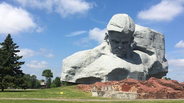 Памятник Брестская крепость - герой