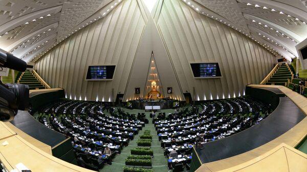 В зале заседаний парламента Ирана (Исламского консультативного совета - Меджлиса) в Тегеране