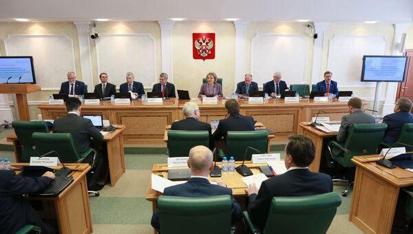 Слушания на тему Предотвращение вмешательства во внутренние дела РФ в Совете Федерации в Москве. 7 июня 2017