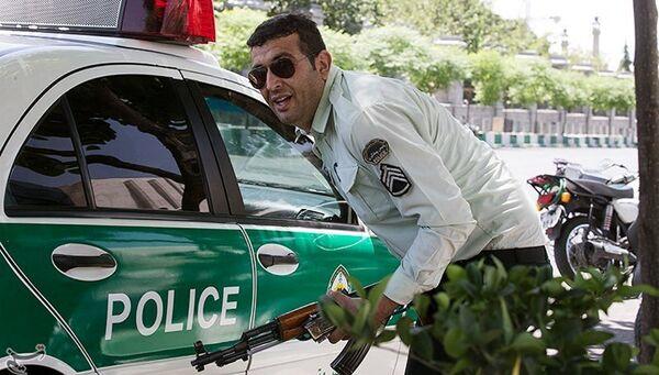 Иранский полицейский у здания парламента в Тегеране. 7 июня 2017