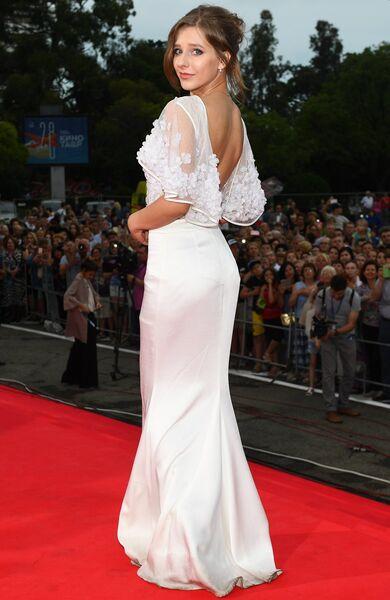 Актриса Елизавета Арзамасова на торжественной церемонии открытия 28-го Открытого российского кинофестиваля Кинотавр в Сочи