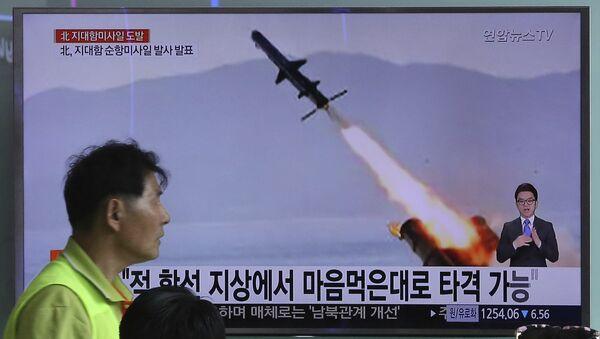 Кадры запуска крылатых ракет в Северной Корее на железнодорожной станции в Сеуле. 9 июня 2017