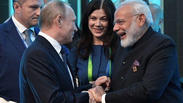 Президент РФ Владимир Путин и премьер-министр Индии Нарендра Моди на саммите ШОС в Астане. 9 июня 2017