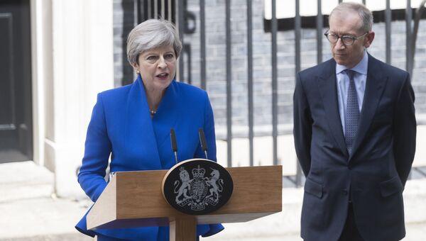 Премьер-министр Великобритании Тереза Мэй выступает у официальной резиденции на Даунинг стрит в Лондоне. 9 июня 2017