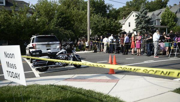 Народ на месте стрельбы в Александрии, штат Вирджиния. 14 июня 2017