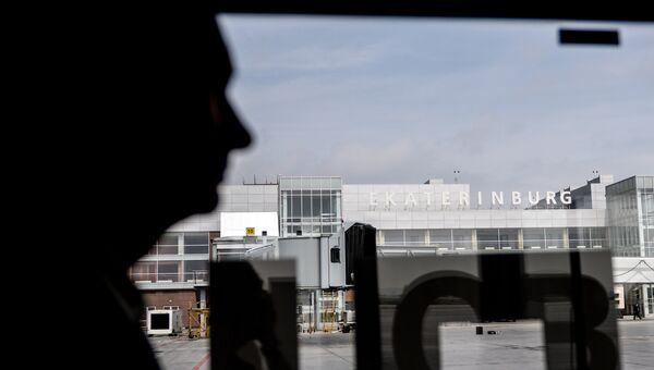 Пассажир в аэропорту Кольцово в Екатеринбурге. Архивное фото