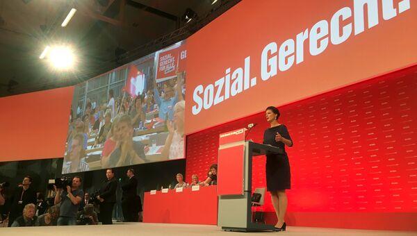 Лидер левой партии Германии Сара Вагенкнехт во время выступления в Гановере. 11 июня 2017