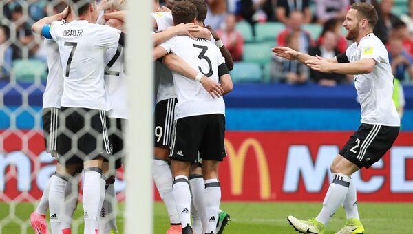 Игроки сборной Германии во время матча Кубка конфедераций-2017 по футболу