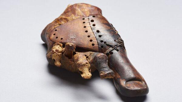 Протез ноги, изготовленный для дочери древнеегипетского жреца примерно 3 тысячи лет назад