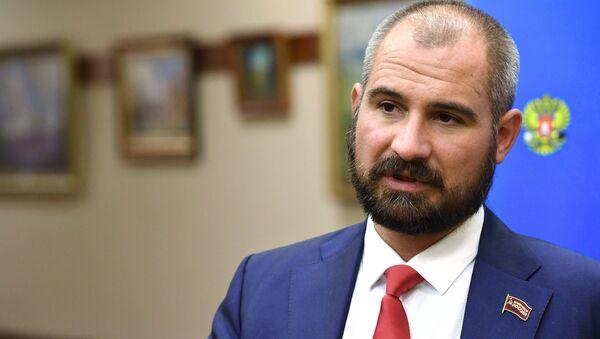 Лидер Коммунистов России Максим Сурайкин