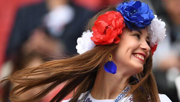 Болельщица сборной России перед началом матча Кубка конфедераций-2017 по футболу между сборными Мексики и России. 24 июня 2017