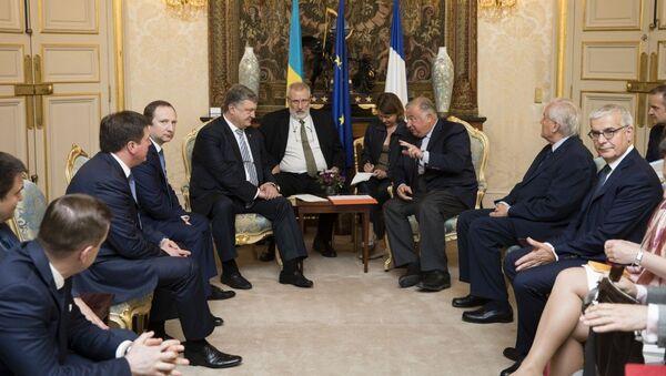 Президент Украины Петр Порошенко во время встречи с французскими сенаторами. 26 июня 2017