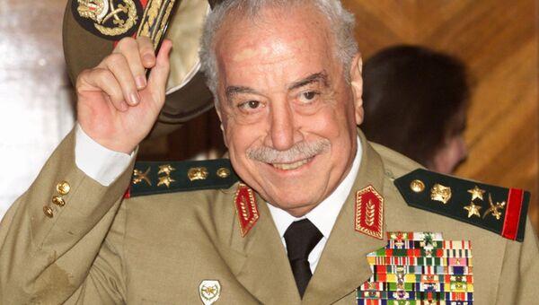 Мустафа Талс в должности министра обороны Сирии, 2001. Архивное фото