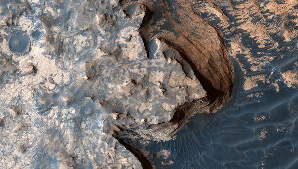 Белые скалы на Марсе. архивное фото