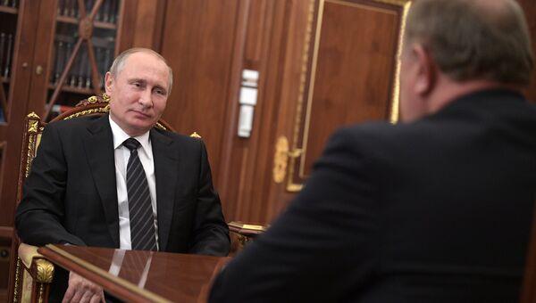 Владимир Путин и Геннадий Зюганов во время встречи 28 июня 2017