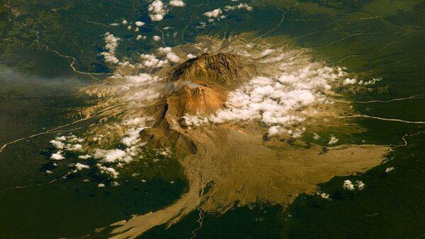 Вулкан Шивелуч на Камчатке, снятый космонавтом Роскосмоса Фёдором Юрчихиным с МКС