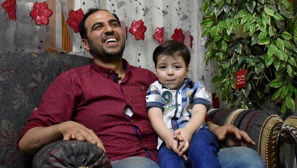 Сирийский мальчик Омран с отцом в Алеппо