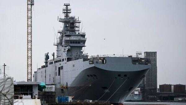 Десантный вертолетоносный корабль-док Мистраль на судостроительном заводе. архивное фото