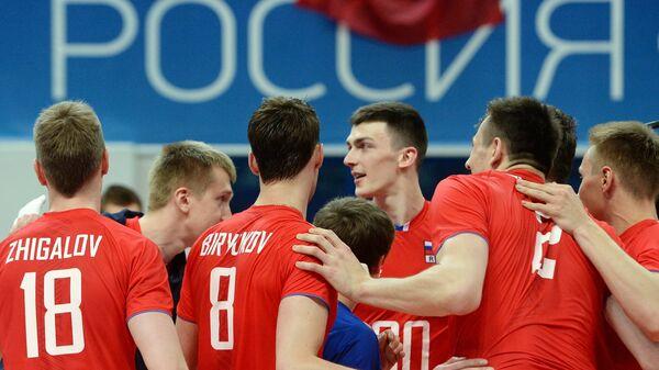 Игроки сборной России радуются победе в матче мировой лиги