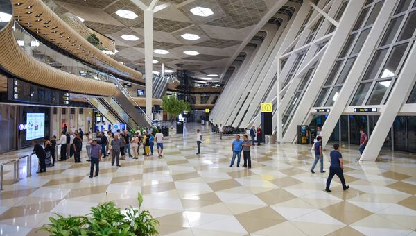 Вестибюль Международного аэропорта имени Гейдара Алиева в Баку, архивное фото