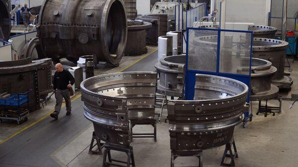 Производство газовых турбин на заводе компании Siemens. Архивное фото