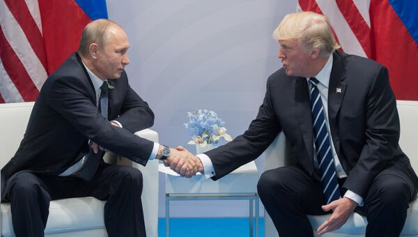Президент Владимир Путин и президент США Дональд Трамп. Архивное фото