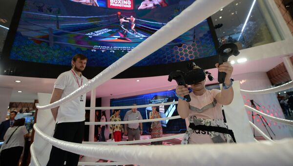 Виртуальная иммитация боксерского поединка на стенде РМК в экспозиции на 8-й Международной промышленной выставке Иннопром - 2017 в международном выставочном центре Екатеринбург-ЭКСПО