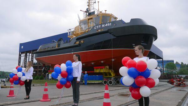 Спуска на воду нового рейдового буксира на Санкт-Петербургском судостроительном предприятии Пелла