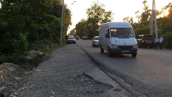 Участок дороги, на котором было совершено нападение на российских туристов в Абхазии