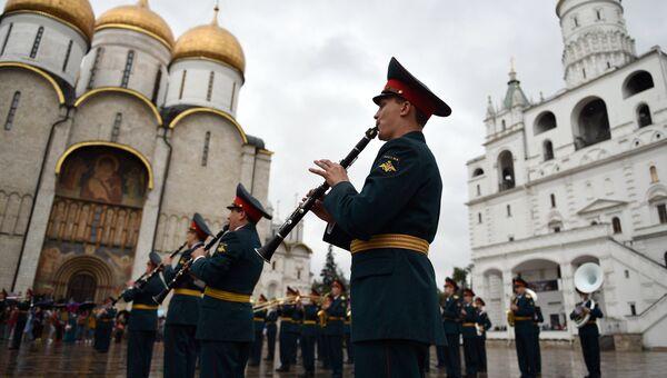 Участники фестиваля Спасская башня на репетиции в Кремле. Архивное фото