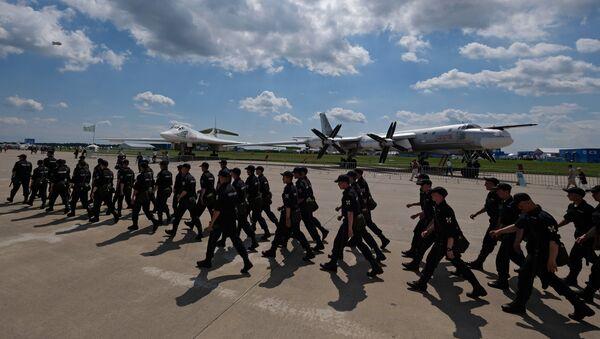 Сотрудники правоохранительных органов на Международном авиационно-космическом салоне МАКС-2017 в Жуковском