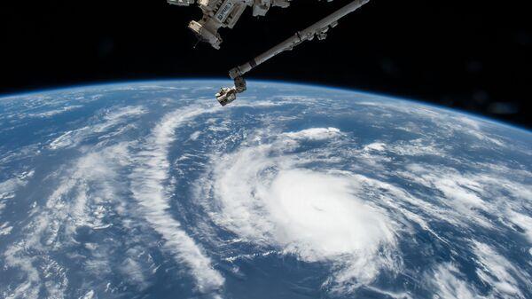 Вид на ураган с международной космической станции