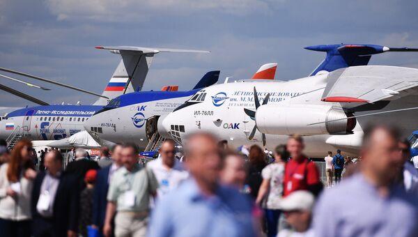 Посетители и самолеты ИЛ-76 на Международном авиационно-космическом салоне МАКС-2017 в Жуковском. Архивное фото