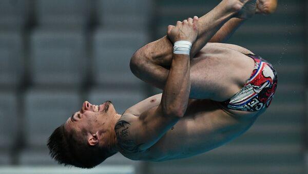 Матьё Россе (Франция) в финале командных соревнований по прыжкам в воду на чемпионате мира FINA 2017