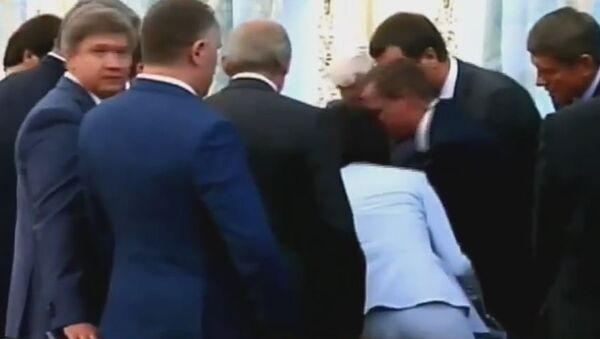 Глава Погранслужбы Украины упал в обморок во время выступления Лукашенко. Стоп-кадр видео