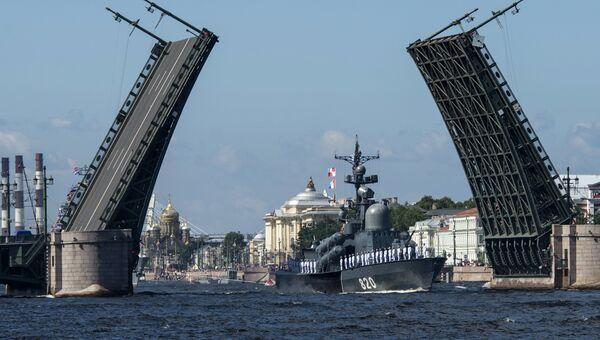 Ракетный катер Чувашия во время репетиции парада, посвященного Дню Военно-Морского Флота (ВМФ), в Санкт-Петербурге