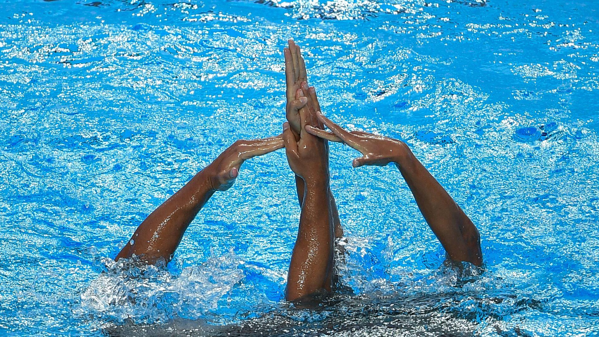 Изабель Рамплин и Рене Робер Превос (Канада) выступают с произвольной программой в финальных соревнованиях по синхронному плаванию среди смешанных дуэтов на чемпионате мира FINA 2017 - РИА Новости, 1920, 21.04.2021