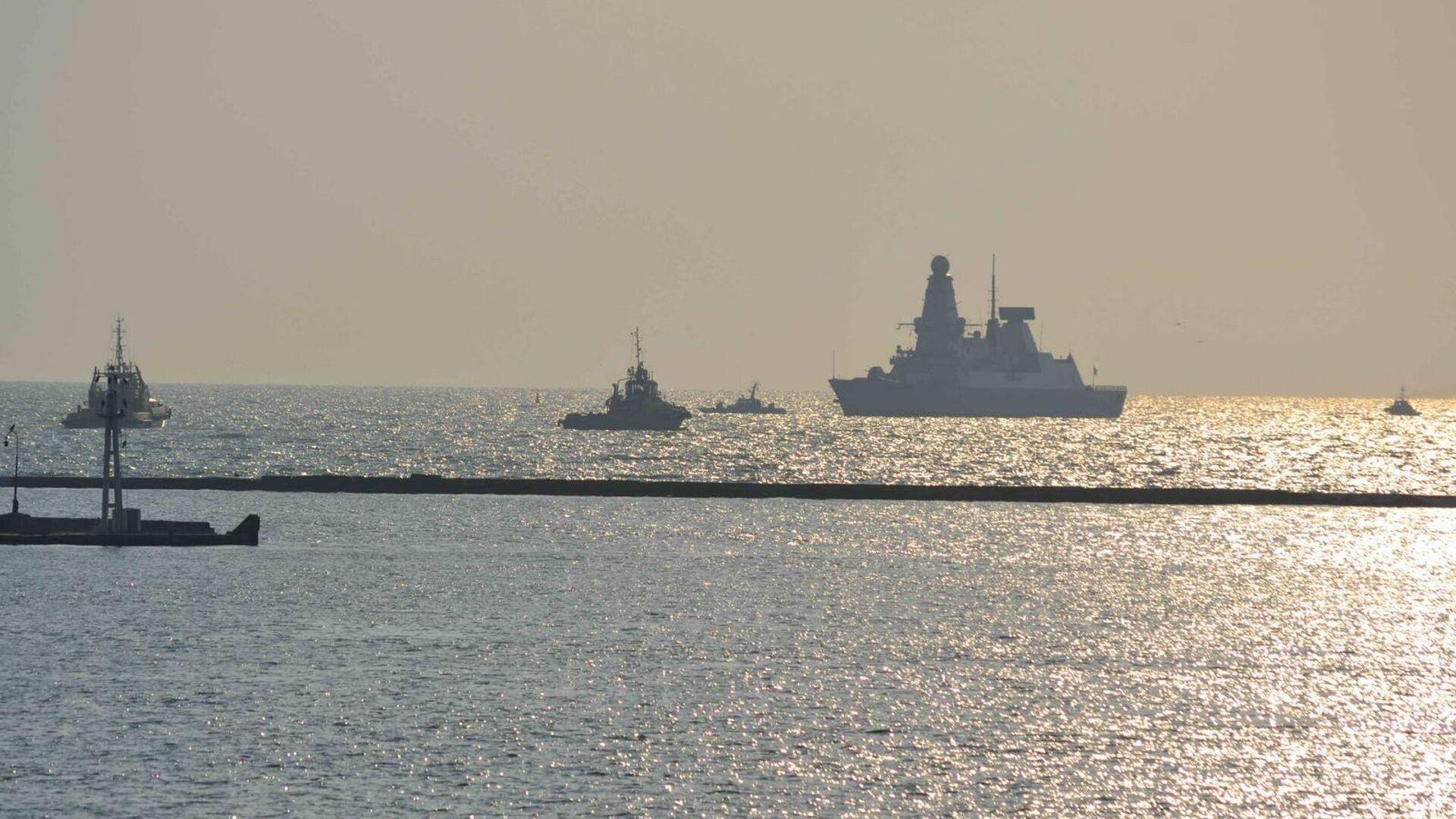 Эсминец Королевских ВМС Великобритании DUNCAN в порту Одессы. 24 июля 2017 - РИА Новости, 1920, 04.08.2021