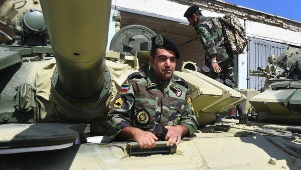 Военнослужащий Ирана перед началом репетиции международного этапа конкурса Танковый биатлон Армейских международных игр-2017 в Алабино