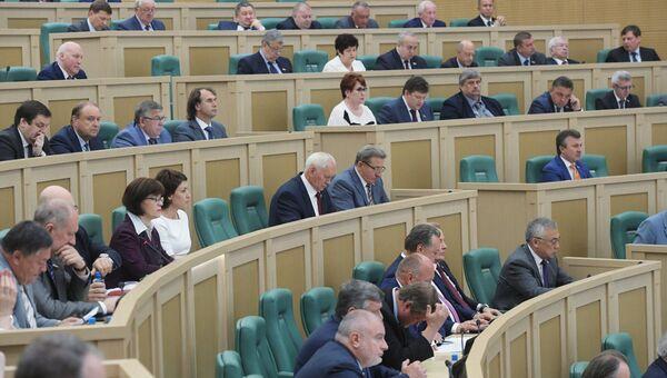 Сенаторы на последнем заседании Совета Федерации. Архивное фото