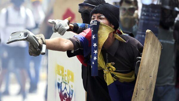 Антиправительственные демонстранты в Каракасе. Архивное фото